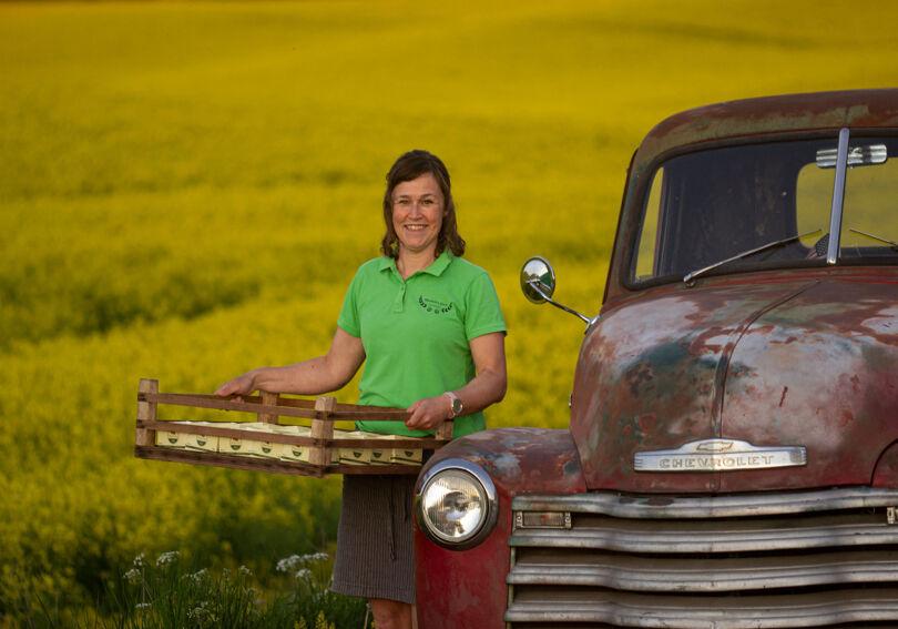 Malin Indebetou är lantbrukare med bland annat jordgubbsodling på gården i Västra Götaland. Foto: Ida Johansson