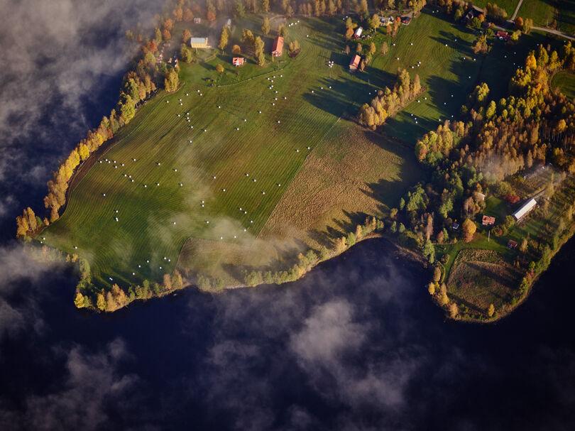 Landskap vid vatten från ovan