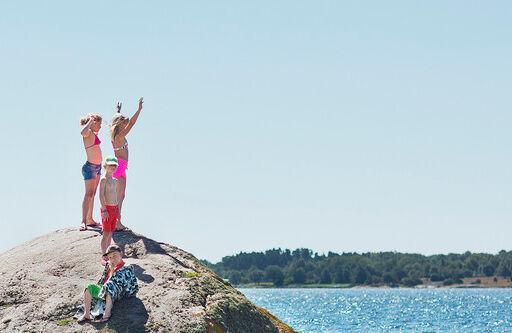 Barn på klippa